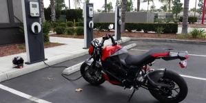 Las motos eléctricas aún no serían tan seguras.