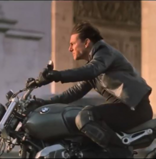 Tom Cruise conduce una BMW NineT Scrambler en Mission Impossible