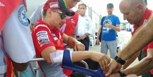 Lorenzo, operado del ligamento de la mano izquierda en Barcelona