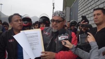 Motociclistas protestan contra la empresa LAMSAC